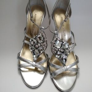 SALE‼️Antonio Melani Silver Shoes